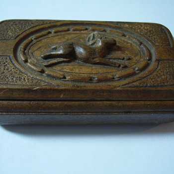 I think it's a snuff box... - Tobacciana