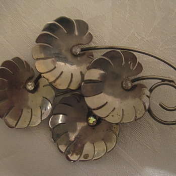 Art Deco Brooch or 1940s Brooch ? - Costume Jewelry