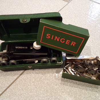 Vintage Hand Held Singer Buttonholer Sewing Machine - Sewing