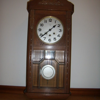 Who is the maker of this wall clock?