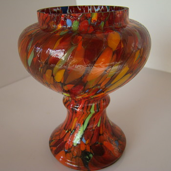 Bohemian pedestal vase with spatter decor - Art Glass