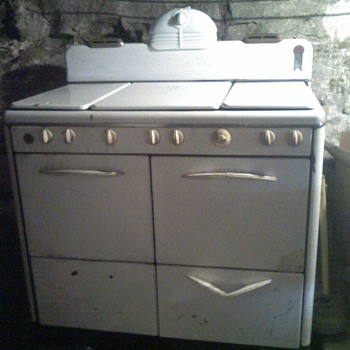Basement 6 Burner Stove - Kitchen