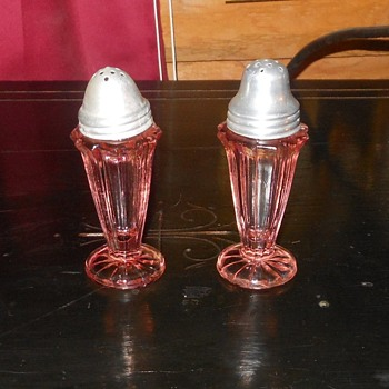 Pink Depression Glass Salt and Pepper Shakers Sierra (Pinwheel) Pattern