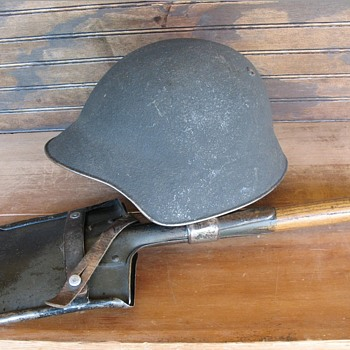 WWII Swiss M18/43 steel helmet and entrenching shovel - Military and Wartime