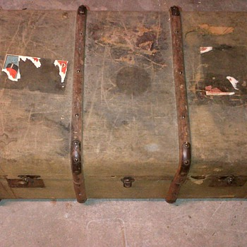 Old trunk. - Furniture