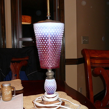 Fenton lamp find today at auctio - Glassware