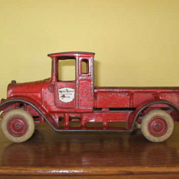 1926-31 ARCADE Cast Iron INTERNATIONAL HARVESTER Truck - Model Cars