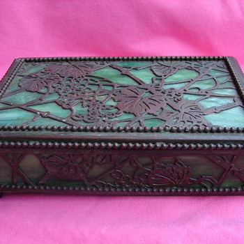 Is this a Beautiful Tiffany Studios Grapevine Slag Glass Box??? - Art Nouveau
