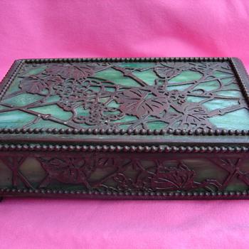 Is this a Beautiful Tiffany Studios Grapevine Slag Glass Box???