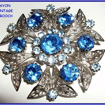AVON Brooch -- Vintage - Costume Jewelry
