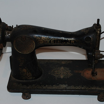 Final find of the day, Vintage Singer Sewing Machine ?? - Sewing