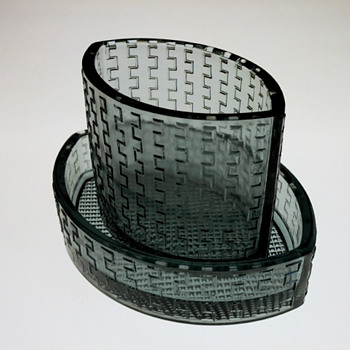 Ashtray and cigarette cup - unknown design. - Art Glass