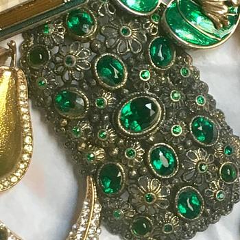 Vintage dark green  - Costume Jewelry