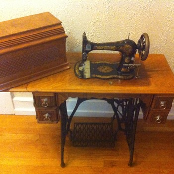 Antique singer treadle 1889. Vs2