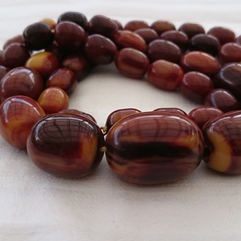 Bananafudge/Missisippimud bakelite bead necklace  - Costume Jewelry