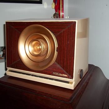 RCA Victor 9x571 - Radios