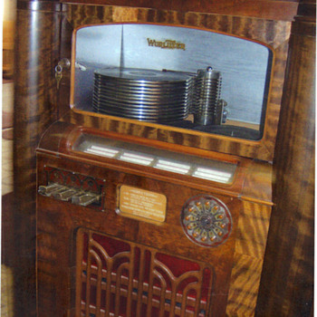 Wurlitzer model 412 with optional light bar