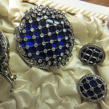 Georgian 18Kr gold, silver blue enameled jewelry set/two brooches,ring,earrings