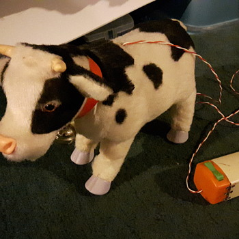 Rock Valley Toys Japan. Battery operated Cow - Toys