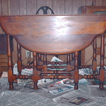 Gateleg Table with 10 feet, beautiful condition