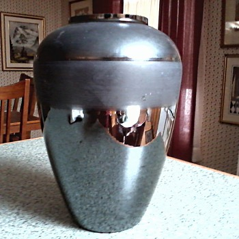 Cambridge Black Iridescent and Satin Glass Vase / Unknown Age - Art Glass