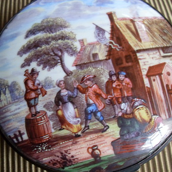 BATTERSEA ROUND ENAMEL BOX