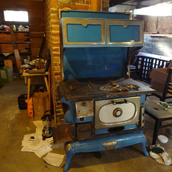 Blue Windsor cook stove found in our basement