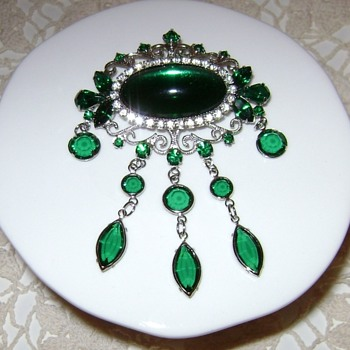 Hobe Brooch / Pendant - Costume Jewelry