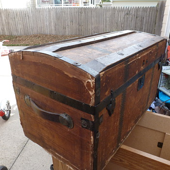 Round top trunk  - Furniture