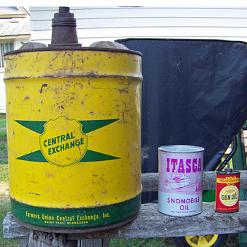 My Central Exchange, Itasca, and Winchester oil cans. - Petroliana