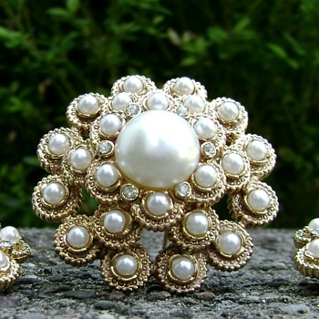 Sarah Coventry Brooch & Earrings - Moonlight