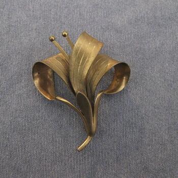 Gold flower spray pin
