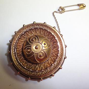 Revival Etruskan 9ct Round Brooch (English) - Fine Jewelry