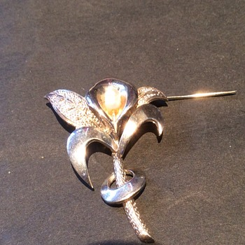 Silver Lilly brooch with pearl.