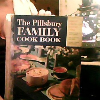 The Pillsbury FAMILY Cookbook - Books