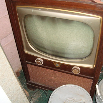 Motorola TV from 1950&#039;s - Radios