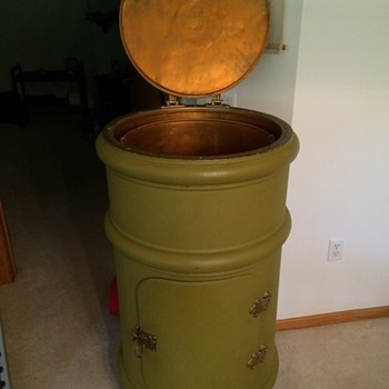 Antique Vintage Original White Frost Round Ice Box Refrigerator