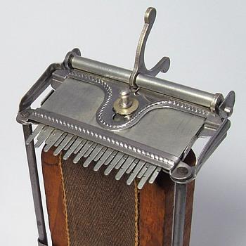 Portable Loom Vintage - Tools and Hardware