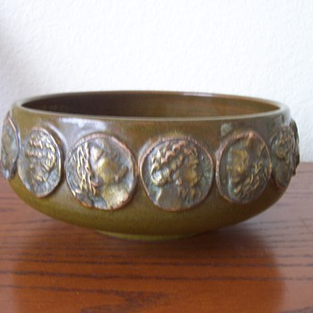 Marked Italy Pottery Console Bowl Help