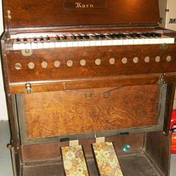 Circa 1925 - KARN REED PUMP ORGAN with Booklet
