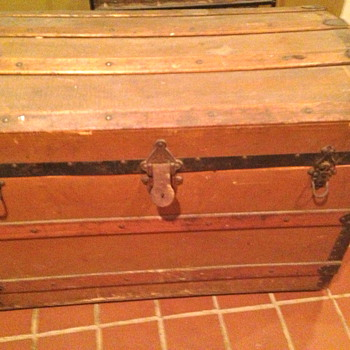 How old is this trunk? - Furniture