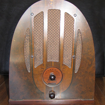 The Keeper (Philco 37-33) - Radios