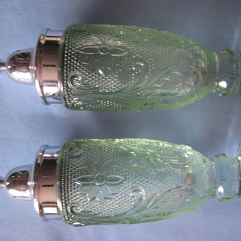 Depression Glass Green Salt &amp; Pepper Shaker Set - Glassware