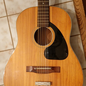 Can anyone help identify the maker of this 12 string?