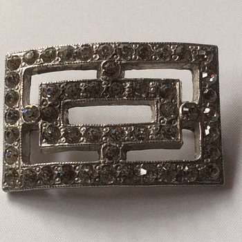 Antique looking brooch
