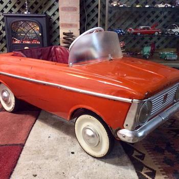 Moskvich Pedal Car - Toys