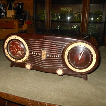 Zenith K-515 Owl Eyes Tube Radio 1952
