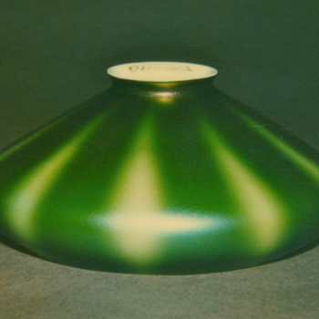 QUEZAL ART GLASS SHADE
