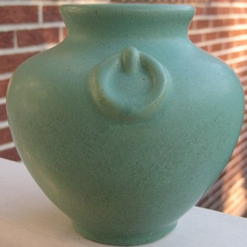 Ohio Region Yellow Pottery Ovoid Vase By Who??? - Art Pottery
