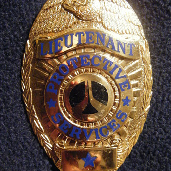 PROTECTIVE SERVICES ENTENMANN-ROVIN HM'ED BADGE - Medals Pins and Badges